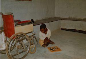 kind bij rolstoel